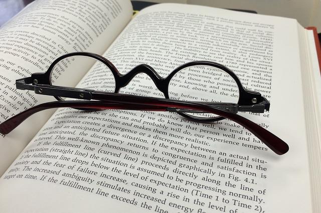 glasses-568408_640
